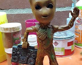 3D Groot con grabadora
